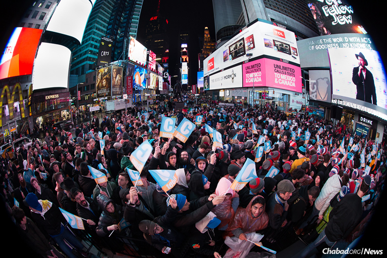 """Am Yisrael Chai!"" rang out in Times Square on Saturday night, over and over again in the young voices of 2,000 Jewish teenagers who were gathered in New York as part of the ninth annual CTeen Shabbaton. An inspirational Havdalah ceremony was followed by a huge celebration, complete with speakers and the lively music of performer Eli Marcus. (Photo: Bentzi Sasson)"