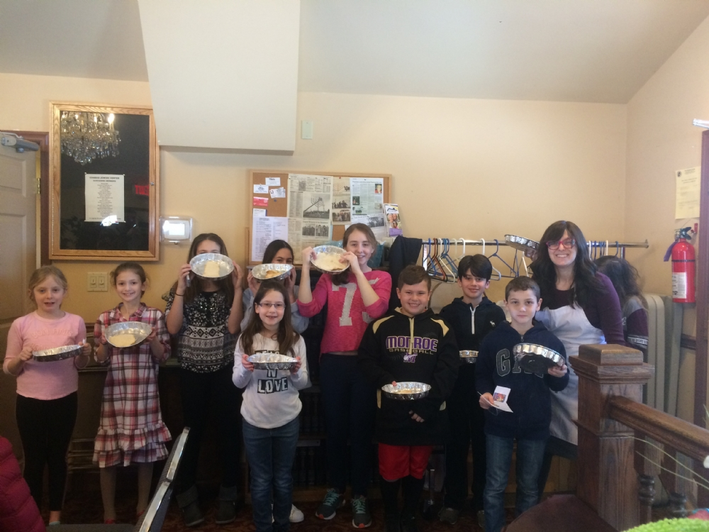 Hebrew School celebrates Passover