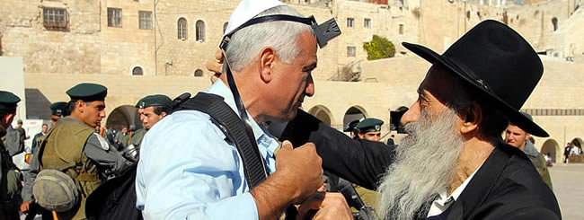 Jewish News: 50 Years After Six-Day War, How the Kotel Became Synonymous With Tefillin