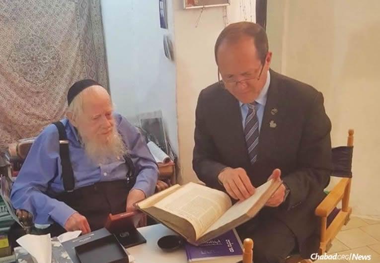 "Rabbi Adin Even-Israel (Steinsaltz) was given the Yakir Yerushalayim (""Worthy Citizen of Jerusalem"") medal by Jerusalem Mayor Nir Barkat at the rabbi's home. (Photo: Jerusalem Municipality)"