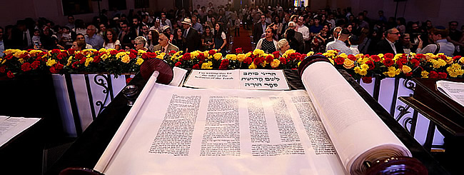 June 2017: New Torah Celebrates Three Decades of Binghamton University Chabad