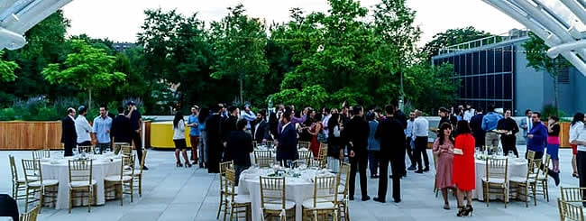 July 2017: 300 Young Jews Celebrate Shabbat on Museum Rooftop in Brooklyn