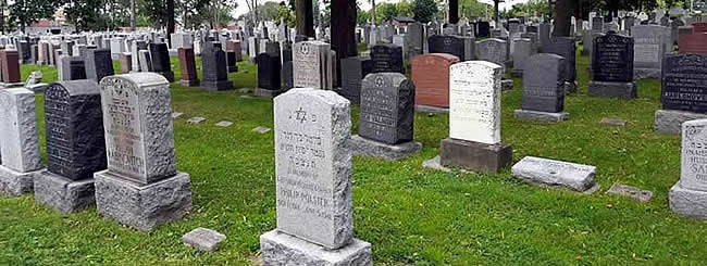 Jewish News: How Montreal Jews Are Honoring the Departed Through WhatsApp
