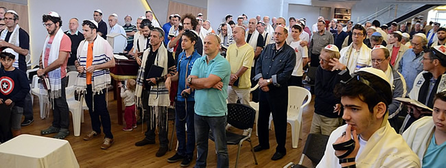 August 2017: 130-Plus Men Join 'Mega Tefillin Wrap' in Belo Horizonte, Brazil