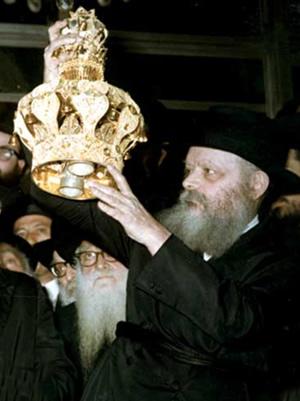 Lors de l'inauguration du ''Sefer Torah de Machia'h'' le 10 Chevat 5730 (1970), dont l'écriture avait été entamée à l'initiative du Rabbi précédent