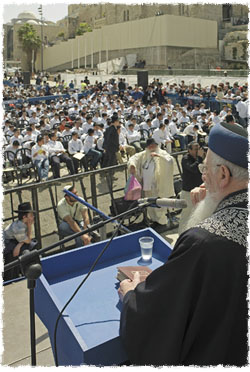 Rabbi Eliyahu speaks to 1,000 bar and bat mitzvah boys and girls at a grand celebration in honor of their coming of age. The yearly event is organized on the anniversary of the Rebbe's birth.