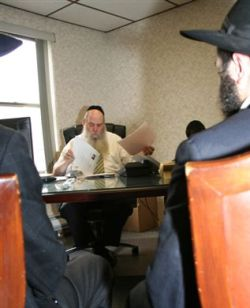 Rabbi Moshe Kotlarsky prepares students for their assignment
