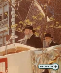The Rebbe speaks at the Parade of Jewish Unity where he assured all that Israel is a safe haven