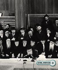 The Rebbe talks at a gathering in Lubavitch World Headquarters