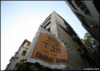 Prior to last year's terror attacks in Mumbai, any given day could see Jewish travelers and professionals from all walks of life gather at the city's Chabad House. (File photo)