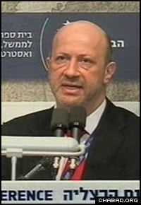Shuker addresses the Herzilya Conference of Justice for Jews from Arab Countries in February 2009.