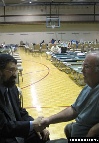 Rabbi Yitzchok Tiechtel counsels a flood victim.
