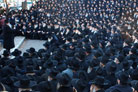 "Thousands of Rabbis Assemble for ""Class Picture"""