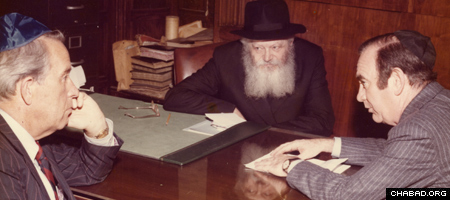 Hugh Carey, right, meets with the Rebbe, Rabbi Menachem M. Schneerson, of righteous memory, in the early 1970s. (Photo: Menachem Wolff Collection/Lubavitch Archives)