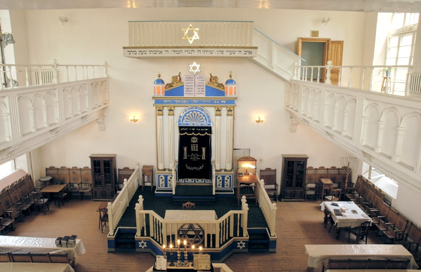 Молельный зал синагоги - 90е годы.jpg