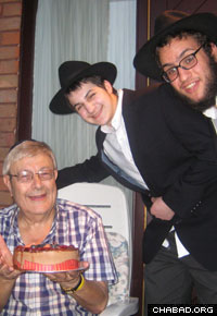 Rabbinical students visited Jewish families in small towns surrounding Manchester.