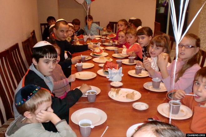 Jewish Children Celebrate Ulyanovsk School's Grand Opening ...