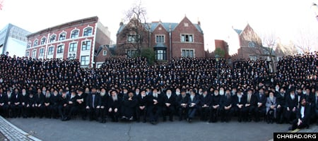 Thousands of rabbis gather in front of Lubavitch World Headquarters in Brooklyn, N.Y., for a group picture during a previous year's International Conference of Chabad-Lubavitch Emissaries. (File photo: Meir Alfasi)
