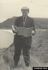 Professor Domb focused his research on critical phenomena.