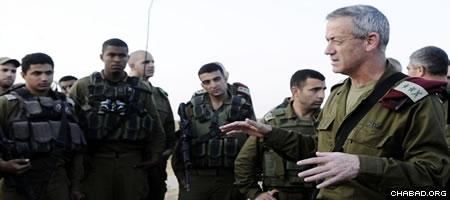Israel Defense Force Chief of General Staff Lt. Gen. Benny Gantz speaks with soldiers. (Photo: IDF Spokesperson)