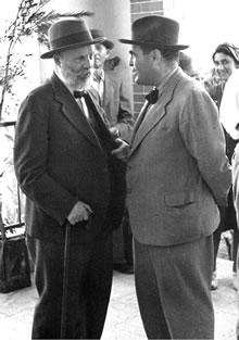 Avraham Menachem Mendel Usishkin (left)