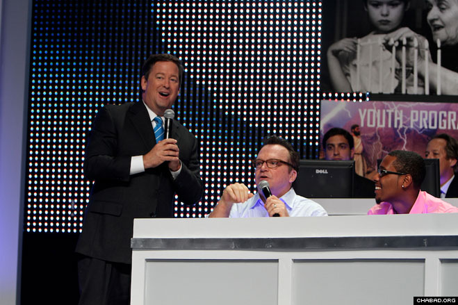 Sam Rubin, left, Tom Arnold and Trey Thompkins enjoy a song at the 32nd annual Chabad Telethon. (Photo: Aaron Keigher)