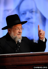 Rabbi Israel Meir Lau addresses an event honoring the Rebbe, Rabbi Menachem M. Schneerson, of righteous memory, in Philadelphia.