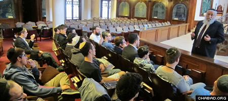 College students on holiday break delve into Jewish learning.