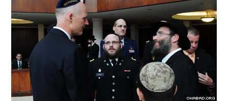 Gov. Scott with Rabbi Menachem Katz and Chaplain 1st Lt. Mendy Stern (center)