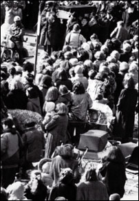 Tens of thousands participated in the Rebbetzin's funeral procession in 1988