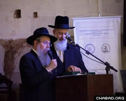 Rabbi Weitman, left, and Israeli Chief Rabbi Yona Metzger (Photo: Peter Halmagyi)