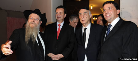 From left: Rabbi Y. David Weitman, S. Paulo mayor Gilberto Kassab, former Gov. Claudio Lembo and councilman Floriano Pessaro (Photo: Peter Halmagyi)