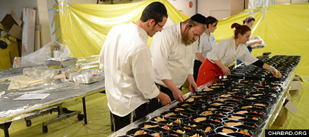 Supervising the preparation of thousands of kosher meals for participants in the march. (Photo: Israel Bardugo)