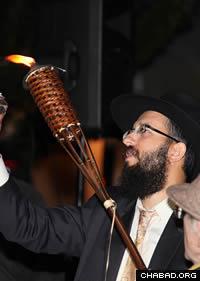 Helping a senior light a public menorah.(Photo: Melissa Gurdus Meiselman)