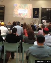 Students view multimedia presentation at Rabbi Ari Kievman's Torah Studies class in Johannesburg, South Africa.