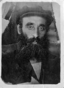 Rabbi Peretz Mochkin.