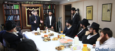 Oren Rahat, center, came to Brooklyn, N.Y., to celebrate the completion of a Talmudic tractate that he had studied with JNet partners by phone. (Photo credit: Bentzi Sasson)