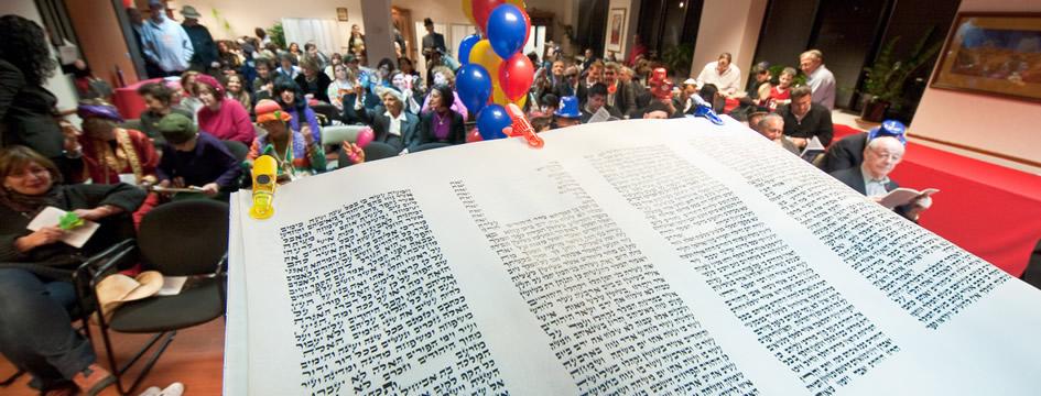 Megillah Reading (945x360)