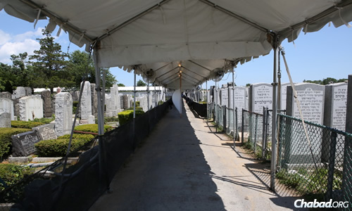 Preparations were underway last week for visitors from around the world who will commemorate the yahrtzeit at the Ohel, the Rebbe's resting place in Queens, N.Y. (Photo: Chaim Perl)