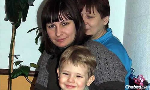 Svetlana Sitnikov and her daughter Anna Sitnikov were killed in an explosion on Friday in Lugansk. Anna's 4-year-old son, Vadim, a student in the city's Ohr Avner Chabad kindergarten, did not go with them at the last moment and survived.