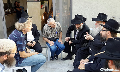 Earlier in the day, Kotlarsky and a group of rabbis visited the Pomerantz family from Kfar Azar in central Israel; they were sitting shiva for their son, Sgt. Daniel Pomerantz.