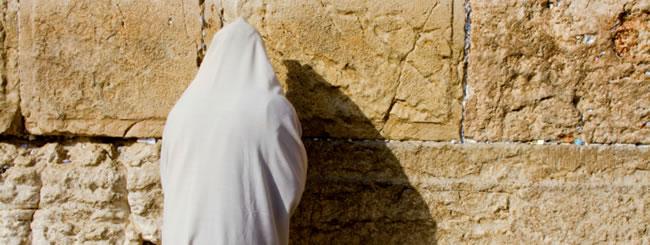 Jüdische Feiertage: Goldene und weiße Kleider