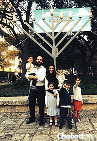 Rabbi Zev and Ariela Johnson, and their children