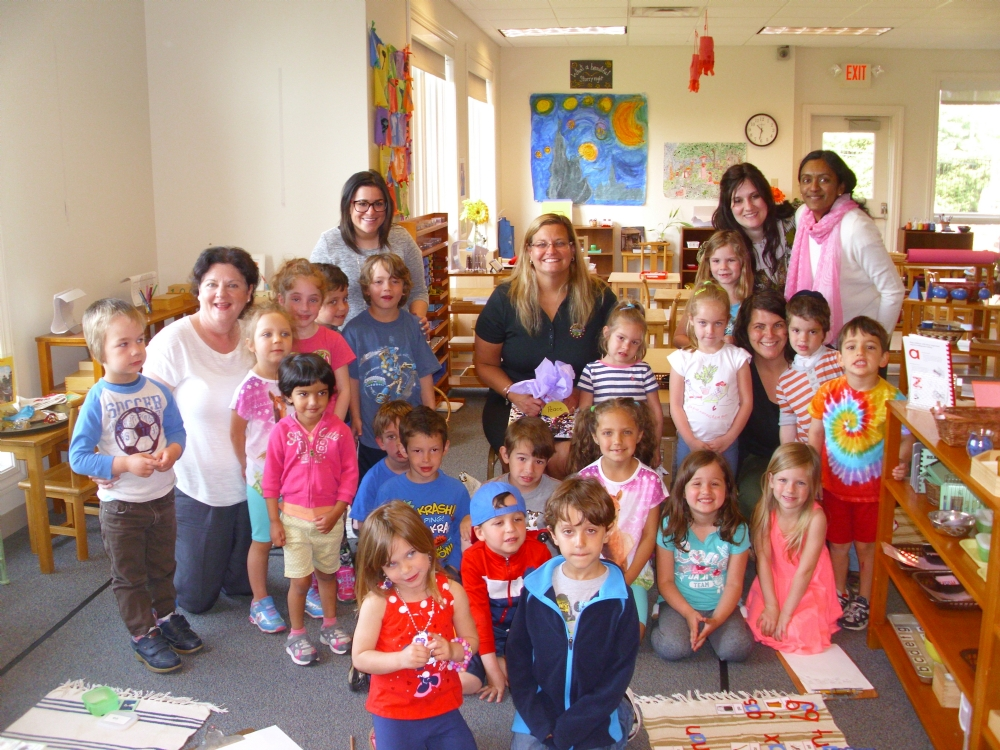On May 4, 2015, Ohio State Senator Shannon Jones visited Chai Tots. The 3-6 year old students and their teachers posed for a picture with the Senator.