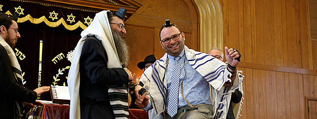 Jewish News: A Dying Mother's Wish Fulfilled: Rabbi Sees Grown Man Become a Bar Mitzvah