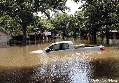 Houston got pounded with eight to 12 inches of rain overnight, causing severe flooding in various parts of the city. Mass transit, schools, offices and roads in the city were closed. (Photo: Matt Aufdenspring/KPRC 2 News)