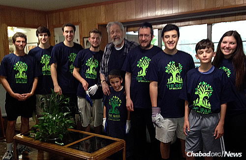 The CTeen Shul of Bellaire group spent two hours cleaning, removing damaged items and helping re-organize the home of Rabbi Joseph Radinsky, rabbi emeritus of United Orthodox Synagogues.