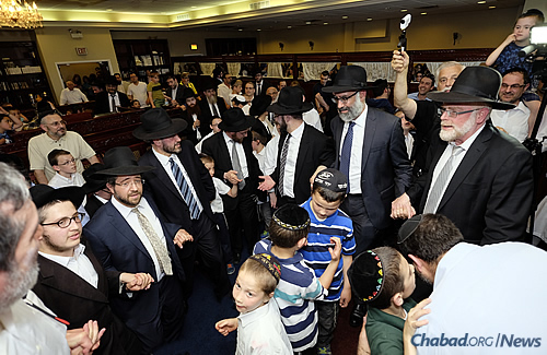 Men and boys danced inside the synagogue to celebrate the new Torah's arrival. (Photo: Deja Views)