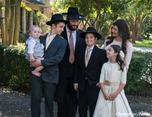 Mendel Cotlar surrounded by his family on his bar mitzvah day. (Photo: Levikfoto)