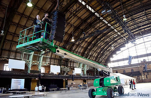 Using a cherry picker to do some of the prep work involved, including lighting and wiring. (Photo: Mendel Benhamou)